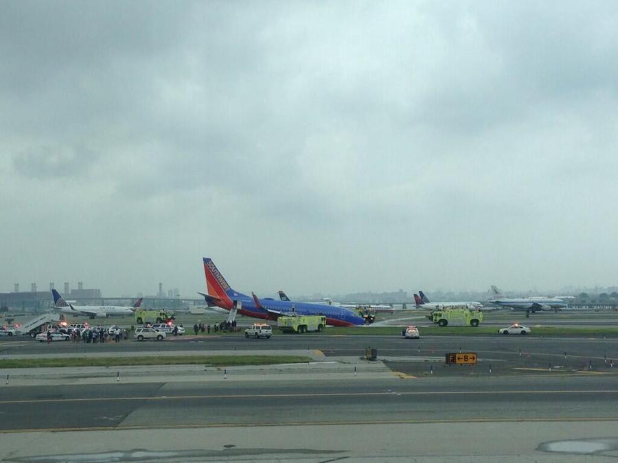 У самолёта в аэропорту Нью-Йорка сломалось шасси: есть пострадавшие