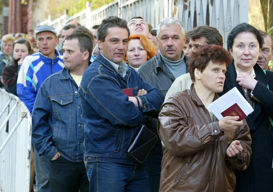 Генконсульство Польши отказывает в визах украинцам призывного возраста