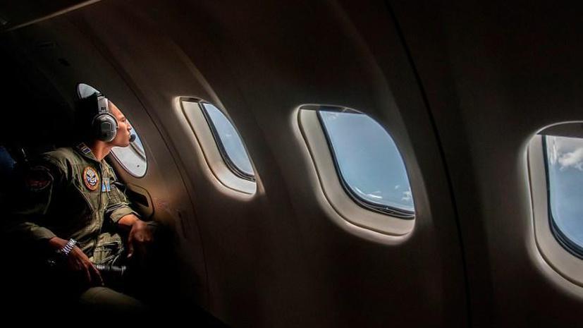 Пропавший лайнер компании AirAsia: теперь поиски будут вестись и на суше