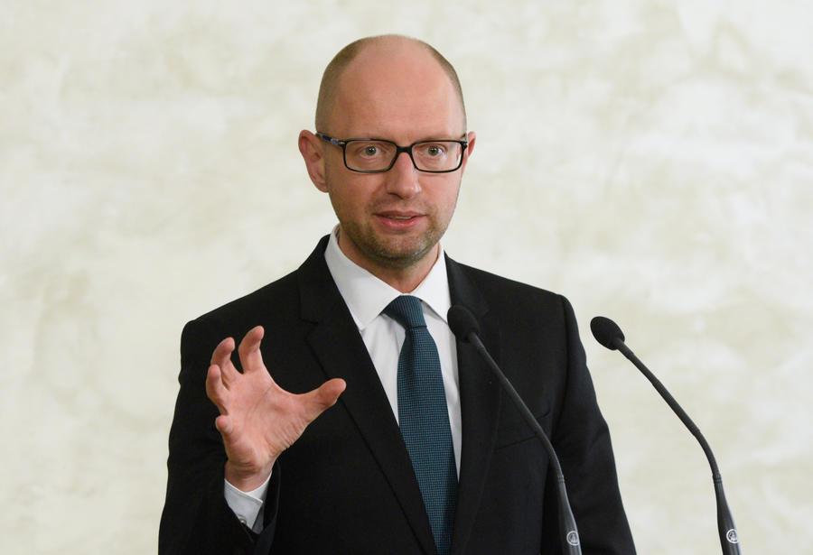 Арсений Яценюк заявил, что Украина не намерена отдавать России $3 млрд