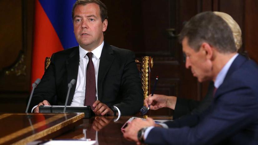 Дмитрий Медведев пересадил чиновников на автомобили отечественного производства