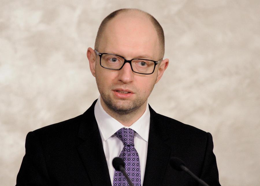 СМИ: Арсений Яценюк предложил сажать украинцев в тюрьму за долги по коммуналке