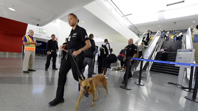 Мужчине, устроившему перестрелку в аэропорту Лос-Анджелеса, грозит смертная казнь