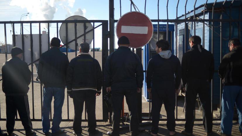 Полицейские облавы в Бирюлёво: сотни мигрантов задержаны в квартирах, которые им сдавали нелегально