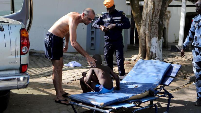 При атаке террористов на отели в Кот-д'Ивуаре погибли 16 человек, среди них иностранные туристы