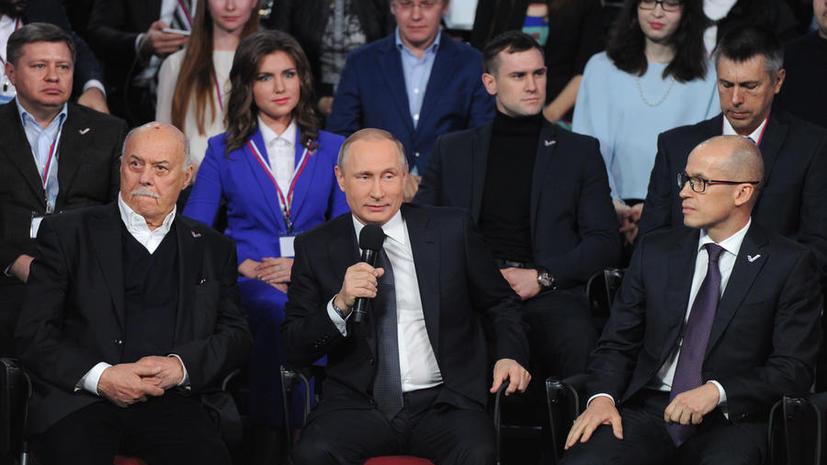 Переводчик, певец и шутник: как Владимир Путин использует иностранные языки в работе и не только