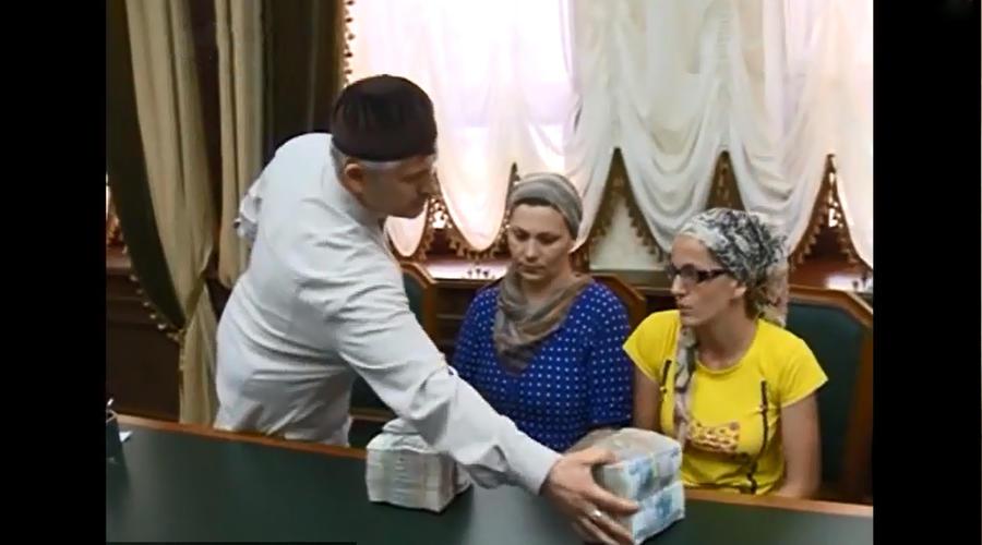 Рамзан Кадыров отчитался об экономическом росте Чечни, в интернете обсуждают раздачу денег жителям республики
