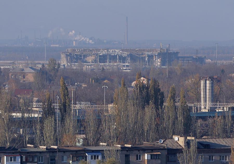 Ополченцы приглашают Петра Порошенко на переговоры в аэропорт Донецка