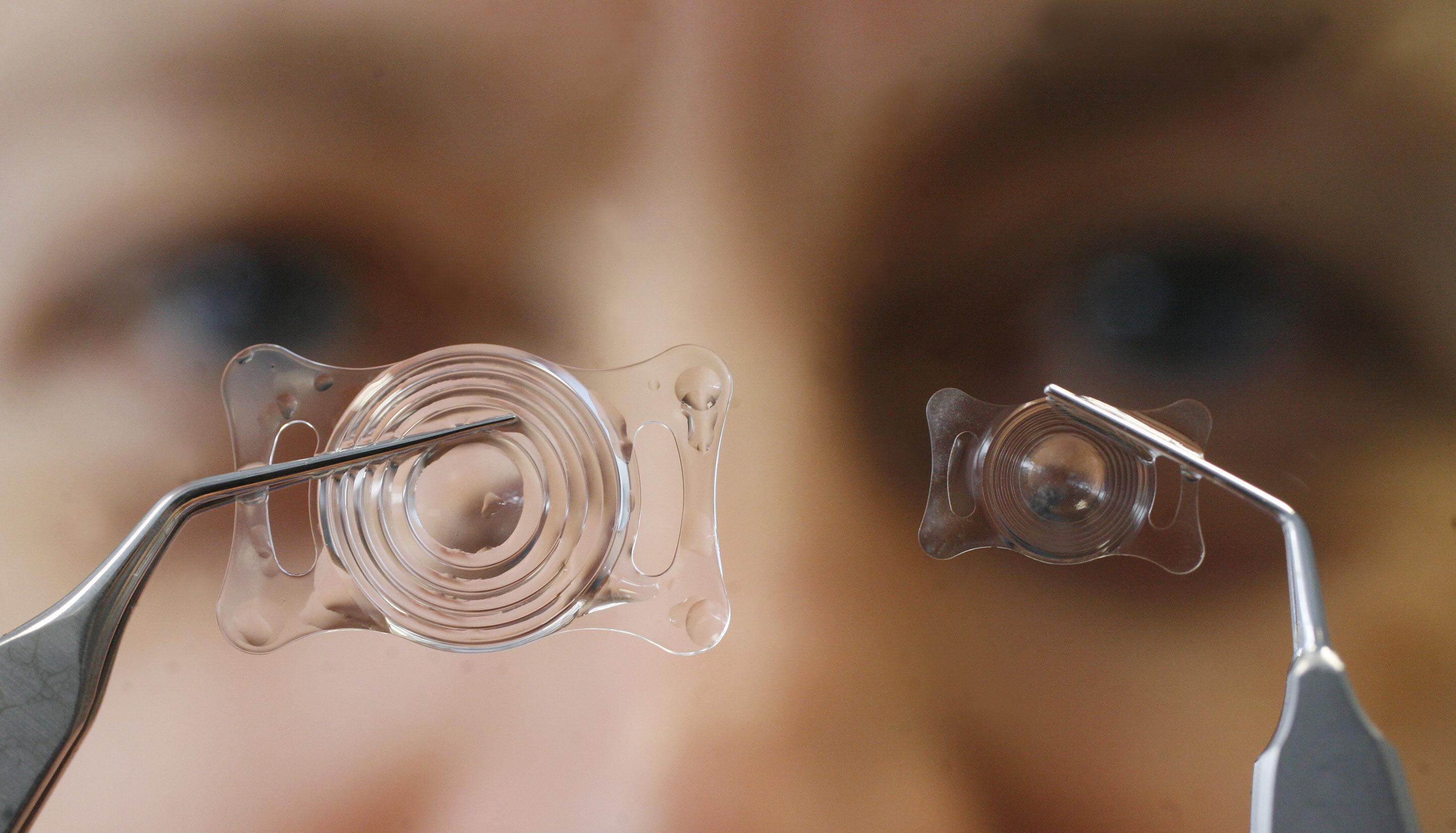 СМС смогут проецироваться прямо на внутреннюю поверхность контактных линз