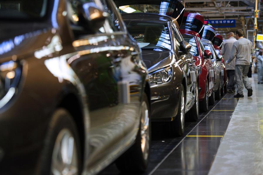 В условиях кризиса и внешних долгов власти Киева потратили $1,3 млн на люксовые автомобили
