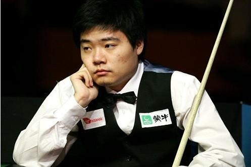 Китайский снукерист Дин Цзюньхуэй