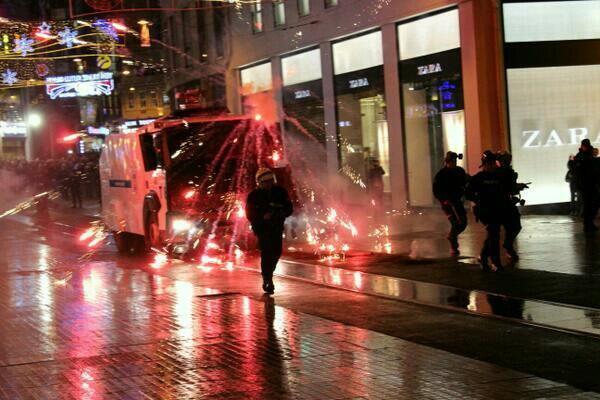 В Стамбуле полиция разогнала водомётами демонстрацию против цензуры в Интернете