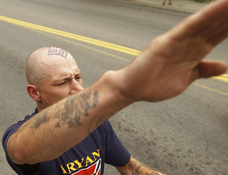 Охота за головами: группировка белых расистов США предлагает $10 тыс. за чернокожих убийц ветерана