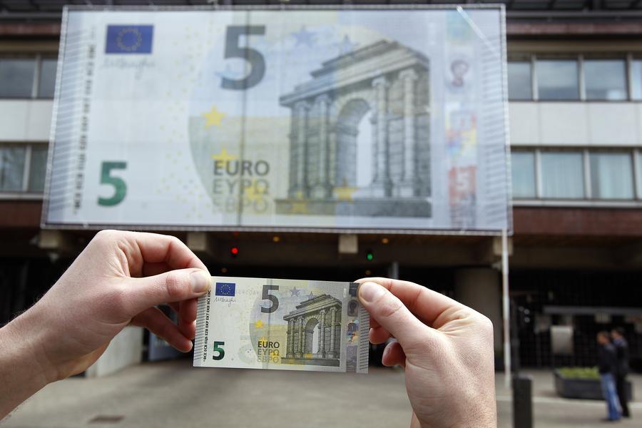 В Европе появились новые €5