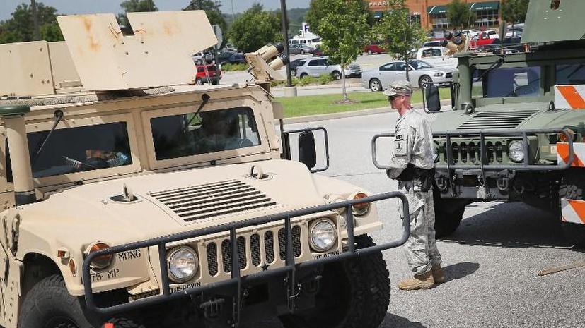 В США десятки отделов полиции лишились армейского снаряжения и закрылись