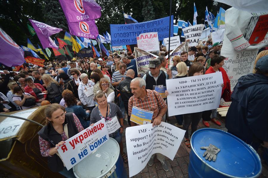 Польские СМИ: Киевским властям нет дела до украинских граждан