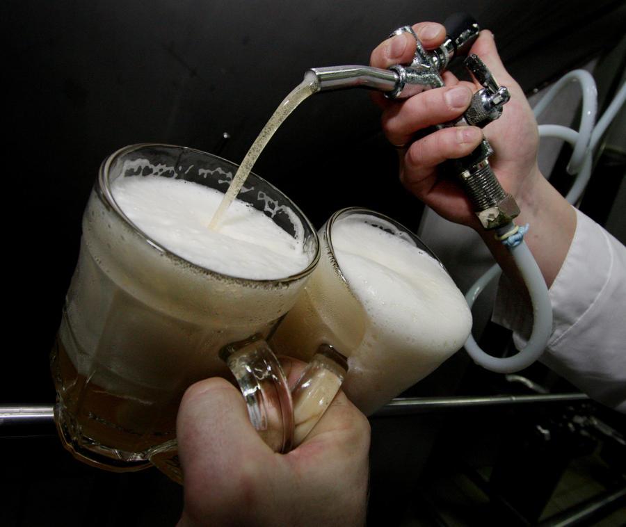 Ученики старшей школы в Колорадо на уроках биологии делали пиво и водку