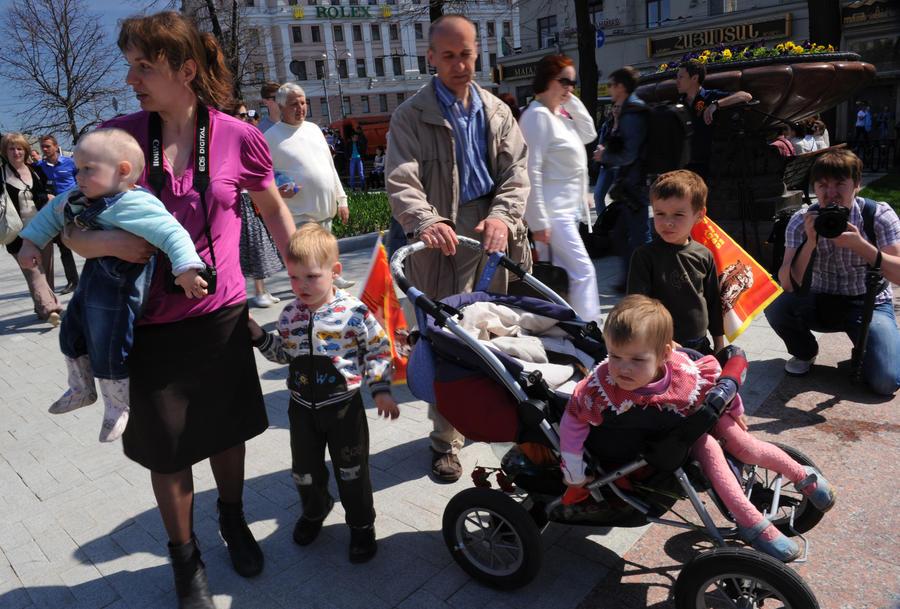 Многодетным семьям в России могут снизить подоходный налог