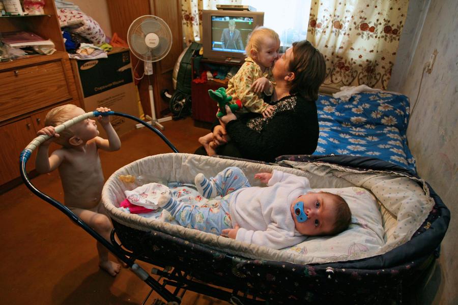 СМИ: Срок выплаты пособия по уходу за ребёнком предлагают продлить до достижения им трёх лет