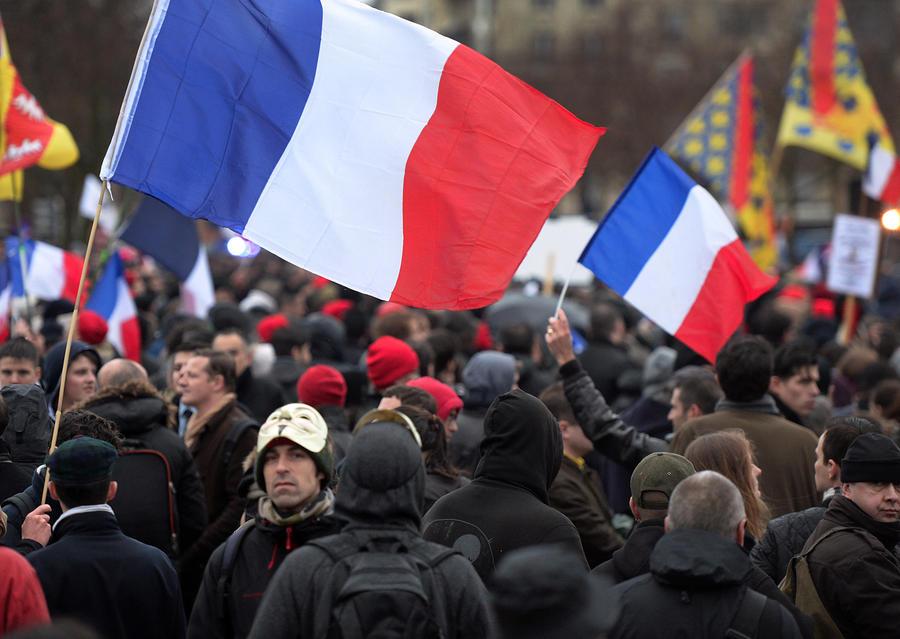 Массовые беспорядки в Париже: задержаны не менее 150 участников антиправительственной манифестации