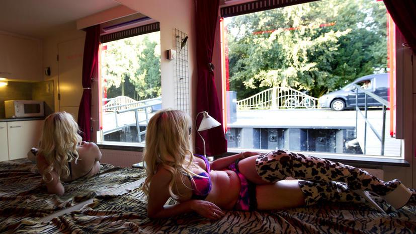 Британские силы безопасности будут охотится за проститутками по всему миру