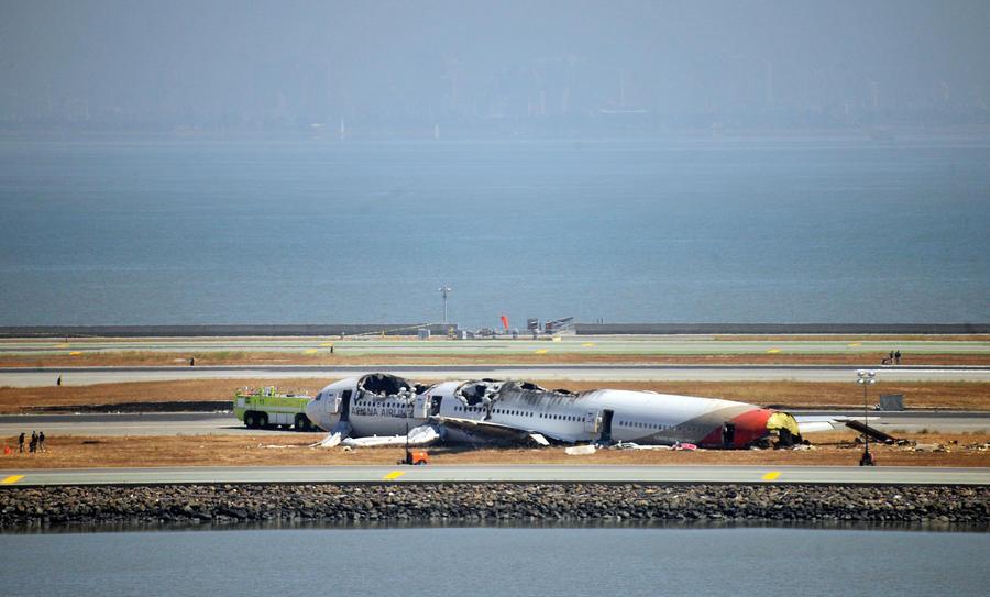 Пилота разбившегося в Сан-Франциско Boeing ослепили лазером