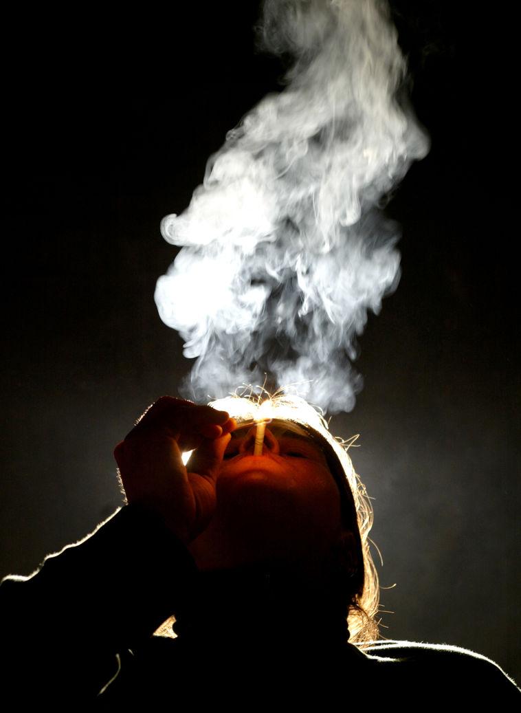 Российских школьников старше десяти лет будут каждый год проверять на курение