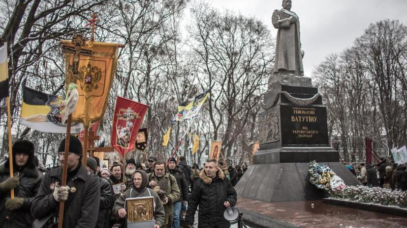 Ветераны в Киеве вышли на защиту памятника герою Великой Отечественной войны генералу Ватутину