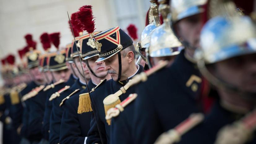Франция экономит на безопасности первых лиц: правительство сокращает гвардейцев элитного полка