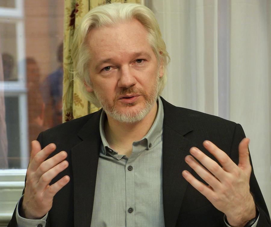 Джулиан Ассанж призвал журналистов пользоваться обычной почтовой службой