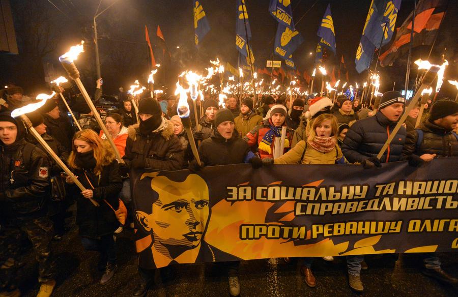 Националисты напали на российских журналистов в центре Киева на глазах милиционеров