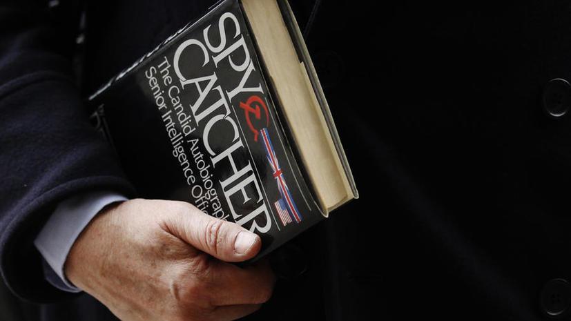 Сотрудникам британской спецслужбы MI6 объяснили, как себя вести при встрече с российским шпионом