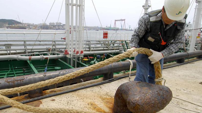У берегов Южной Кореи грузовое судно столкнулось с танкером, перевозившим химикаты