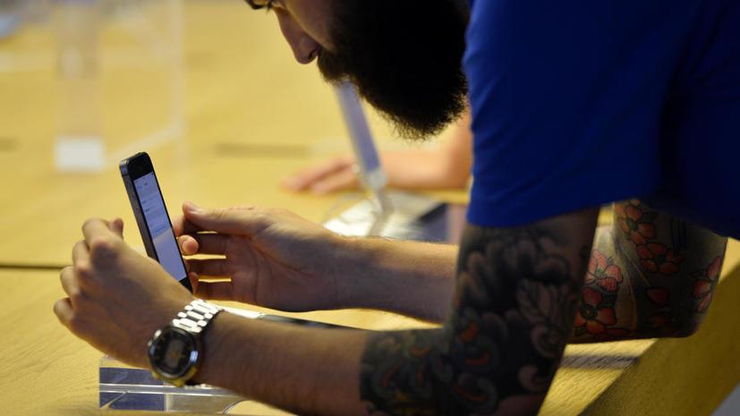 Взломавший сканер отпечатка пальца на iPhone 5S получит деньги, выпивку и книги