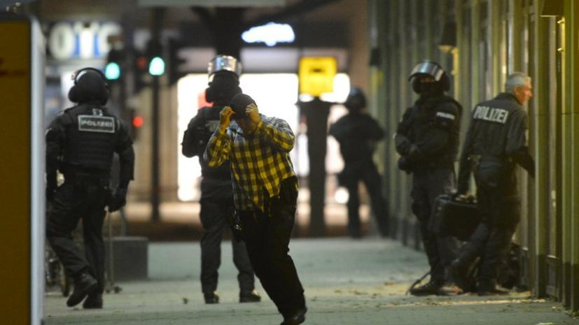 Террорист, захвативший заложника в центре Берлина, угрожает взорвать бомбу