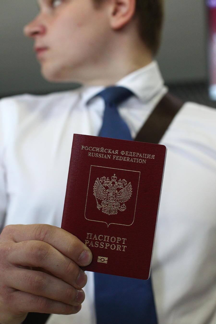 Облик российского паспорта предложили изменить в целях патриотического воспитания