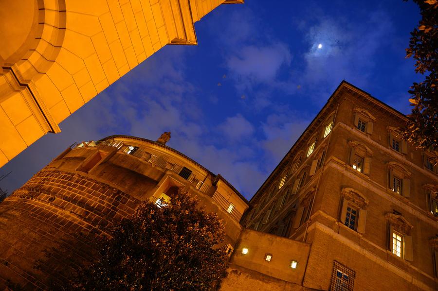 Банк Ватикана заподозрен в отмывании денег