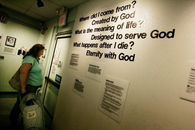В Великобритании запретили преподавание креационизма за государственный счёт