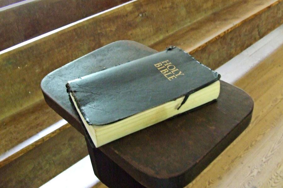 Житель Ирана получил десять лет тюрьмы за распространение карманных Библий