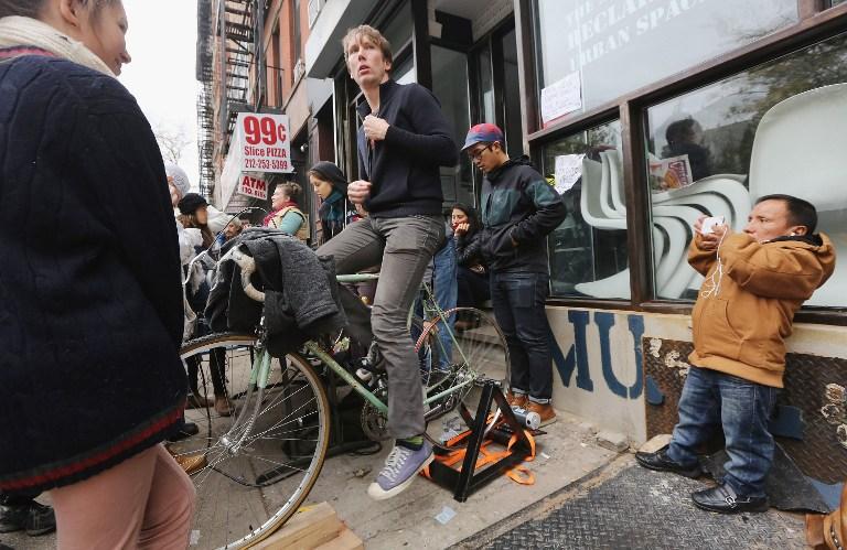Члены Occupy Movement помогают жителям Нью-Йорка оправиться от последствий «Сэнди»