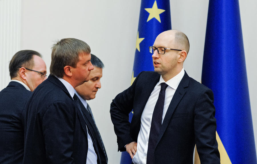 Эксперт: Отставка Яценюка нужна США и Европе для давления на украинских олигархов