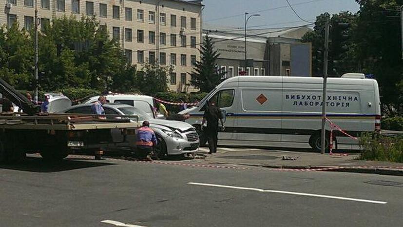 В центре Киева взорвался автомобиль, пострадал водитель
