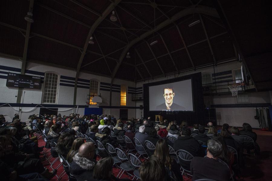 Эдвард Сноуден ответил на вопросы пользователей Reddit об АНБ и пицце в России