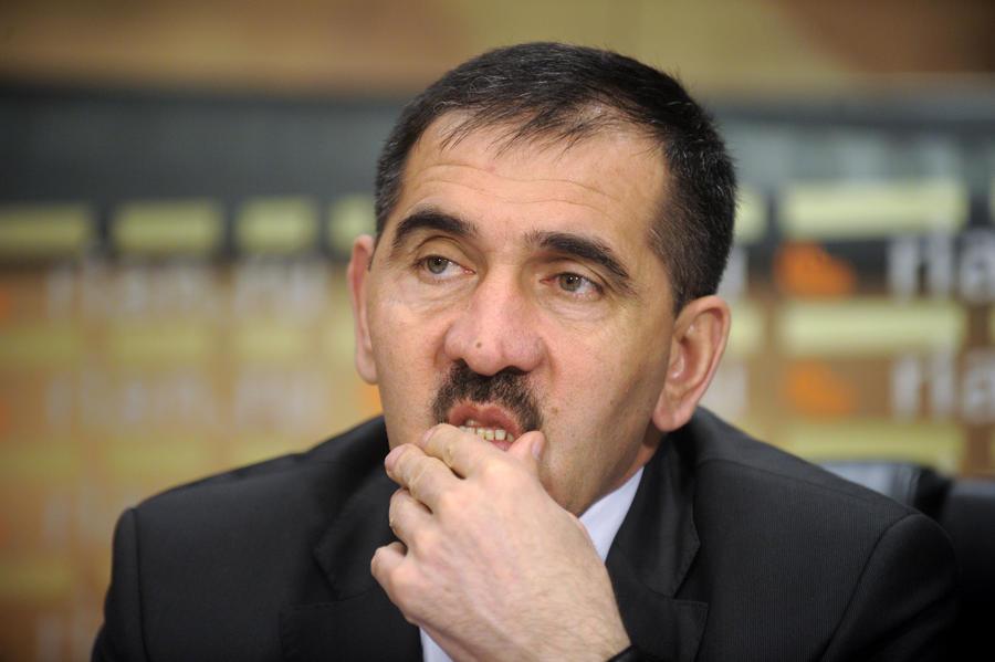 Юнус-Бек Евкуров неудачно прыгнул с парашютом: глава Ингушетии сломал ногу
