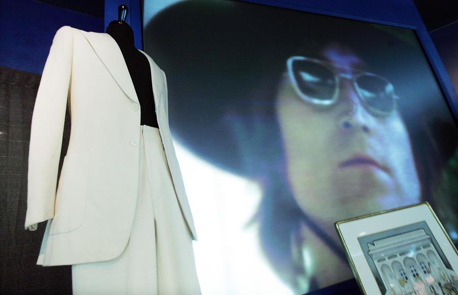 Пиджак Джона Леннона на аукционе продали за $11 тыс.