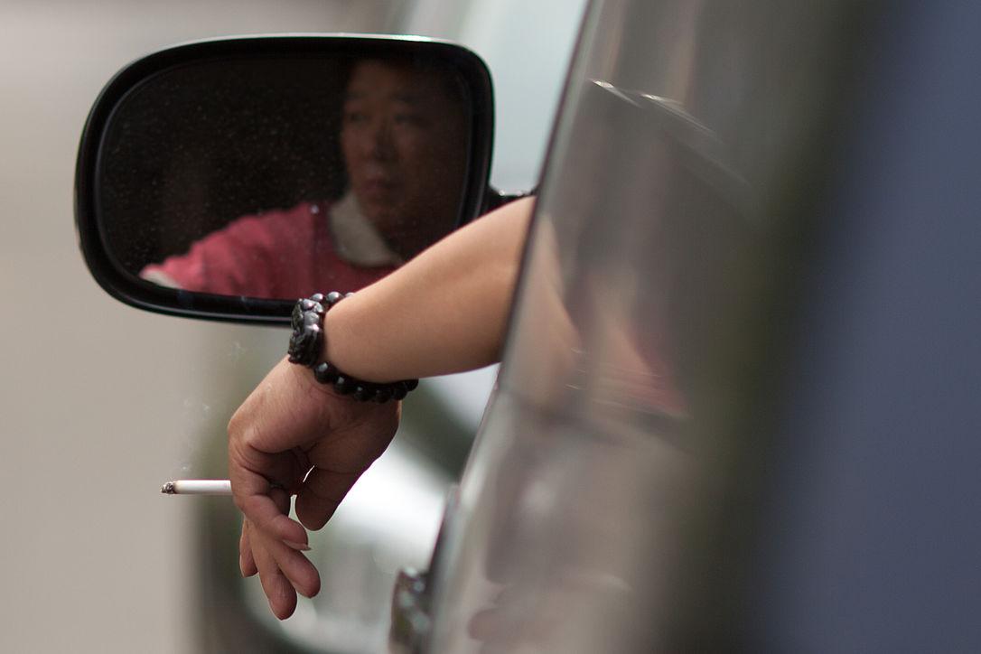 Министр здравоохранения Великобритании предложила запретить курение в автомобиле