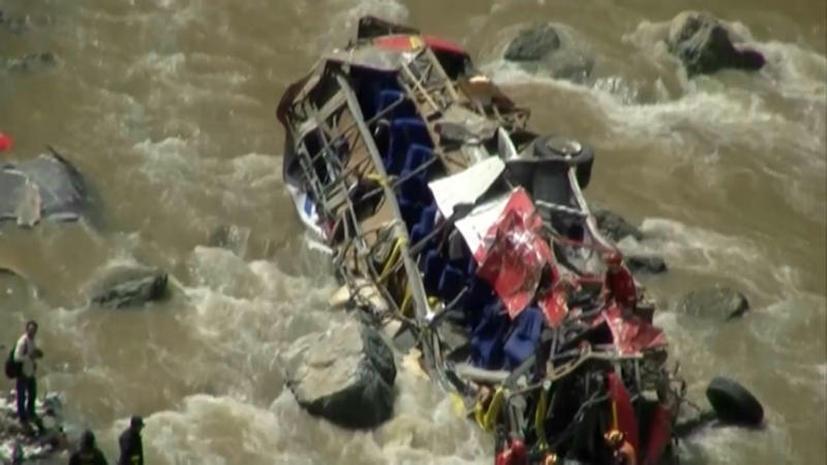 Число жертв автокатастрофы в Перу достигло 33 человек