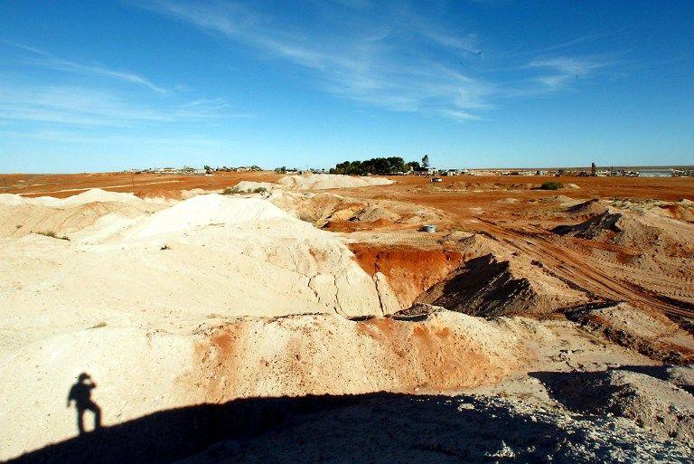 Подросток заблудился в австралийской пустыне и, чтобы выжить, три дня пил собственную мочу