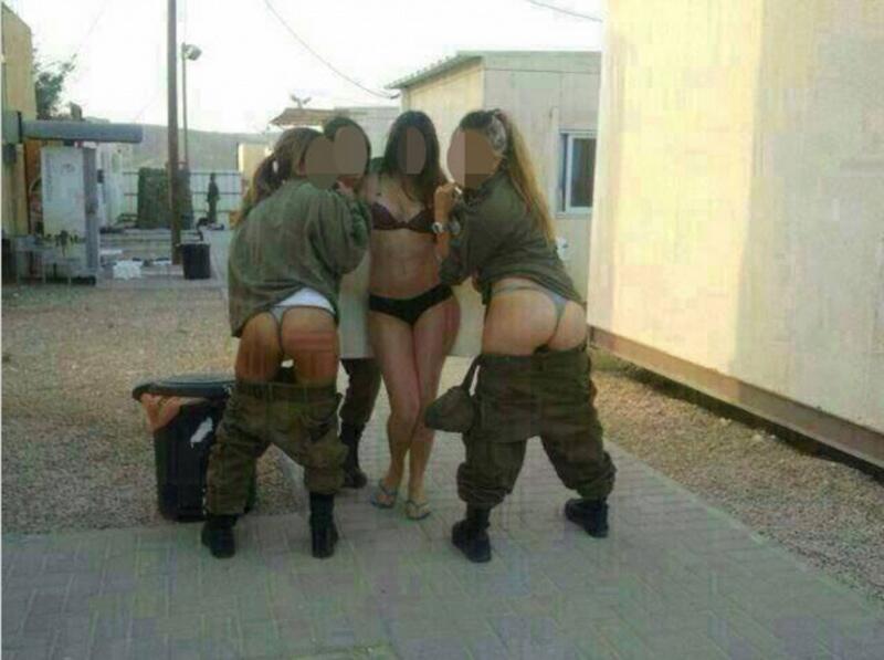 Израильских девушек-новобранцев наказали за откровенные фотографии в военной форме