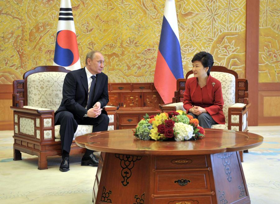 Владимир Путин и президент Южной Кореи Пак Кын Хе выступили за созыв международной конференции по Сирии
